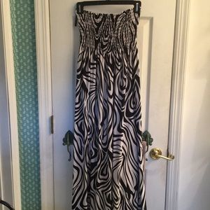Dresses & Skirts - Psychedelic Black and White Maxi Dress, Medium